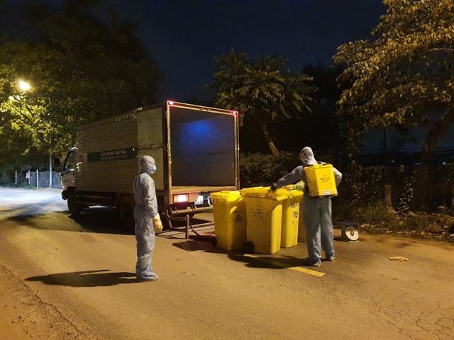 Proper waste control in Hạ Lôi Village to curb the COVID-19 spread