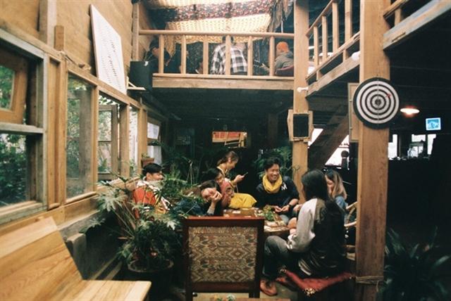 Café in Đà Lạt offers scenic views peace and quiet