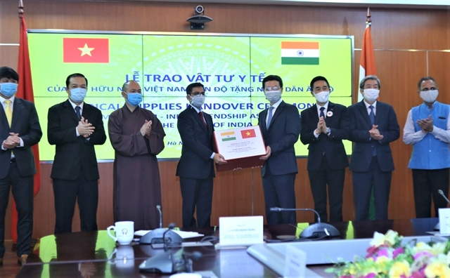 VN-India friendship association assists Indian people with 100000 masks