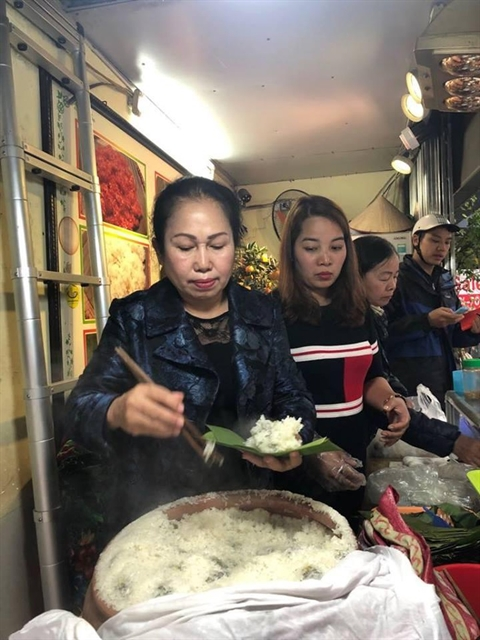 Cudweed cake: a must–try dish in Hà Nội