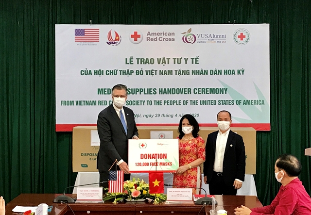 Việt Nam donates 420000 medical masks to American Red Cross
