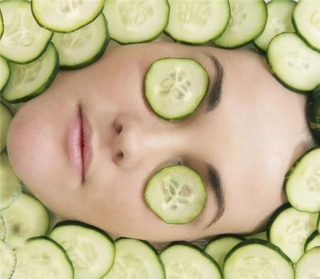 Simple ways to nurture face skin during isolation with cucumber