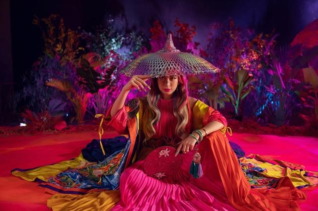 Pop idols new MV features folk music