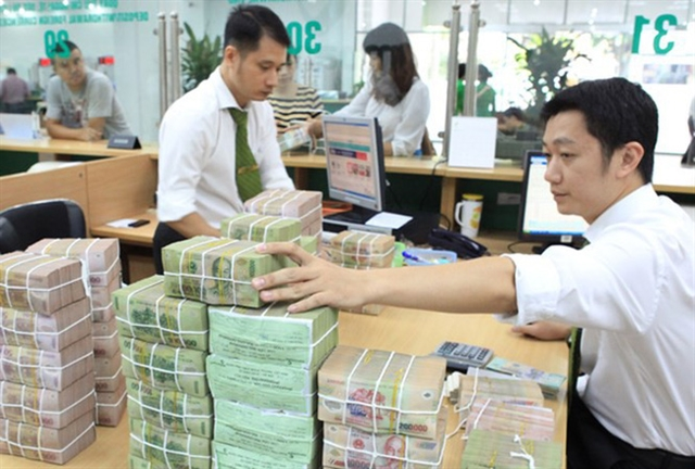 COVID-19 pushes banks to lower deposit rates