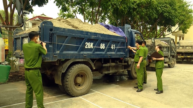 Sơn La Province tries to curb illegal sand mining on Đà River