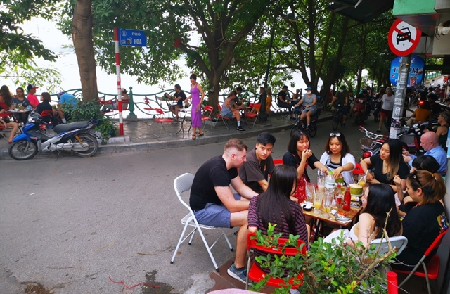 Hà Nội relaxes social distancing but bars and karaoke venues remain closed