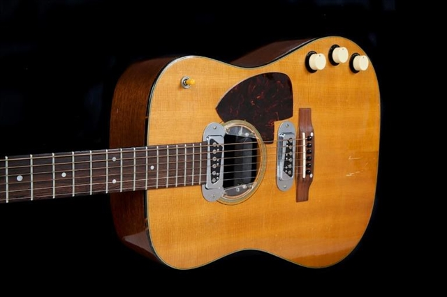 Cobain Unplugged guitar up for auction starting at 1 million