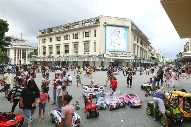 Pedestrian streets around Hoàn Kiếm Lake to reopen