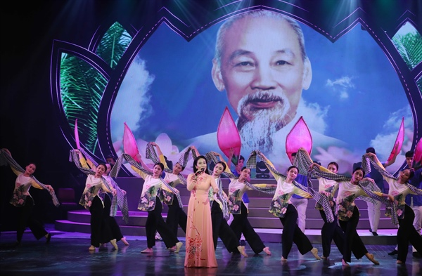 Special programme marks 130th birthday of Uncle Hồ