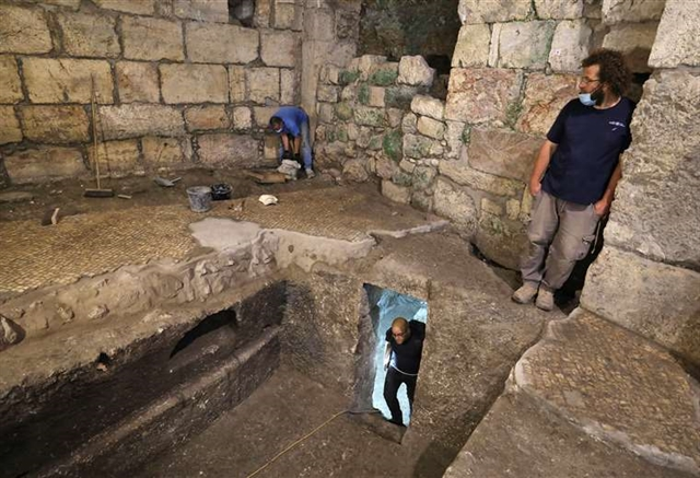 Researchers find ancient rooms under Jerusalems Western Wall