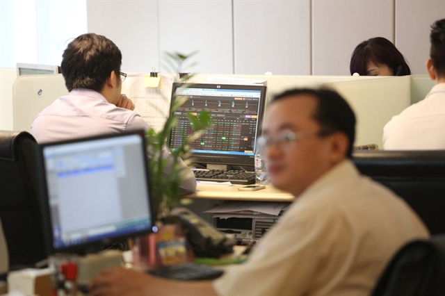 VN stocks rise on earnings hopes