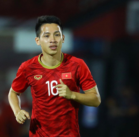 Dũng beats Hải to win Golden Ball award