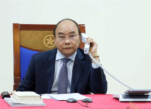 PM Nguyễn Xuân Phúc holds phone talks with Japanese counterpart
