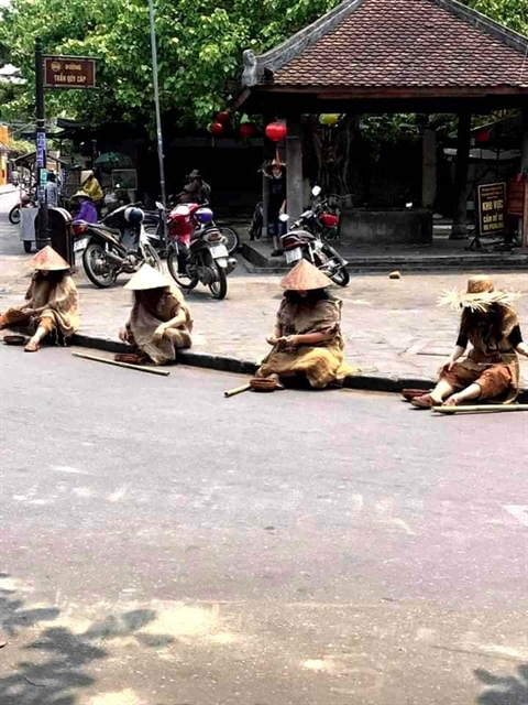 Five women disguised as beggars fined nearly 3000