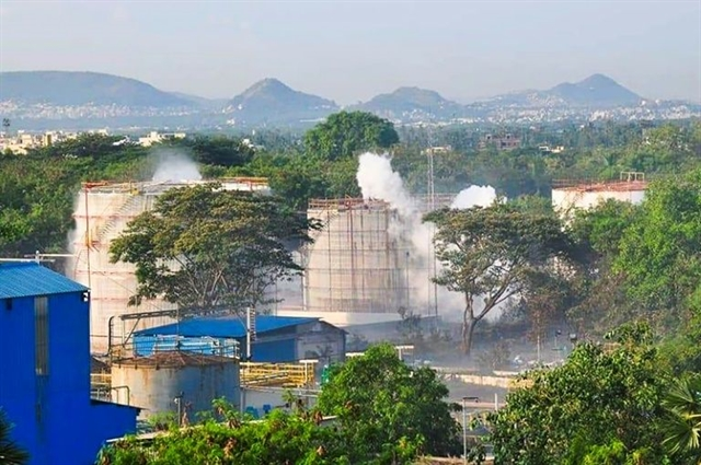 Battle to prevent fresh gas leak at Indian plant