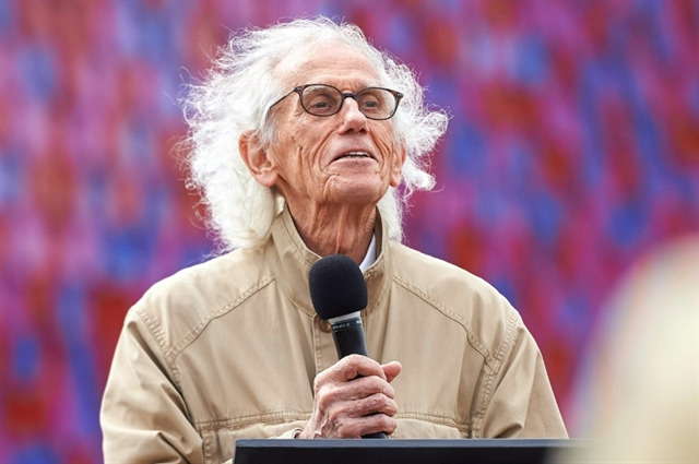 Christo master of the monumental wrap-up