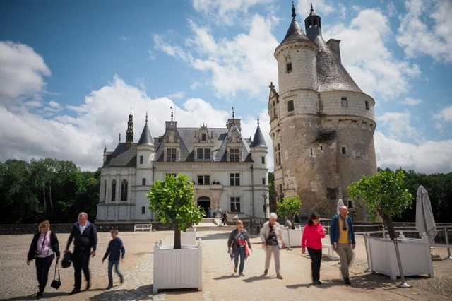 Timid reopening for Frances Loire Valley chateaus