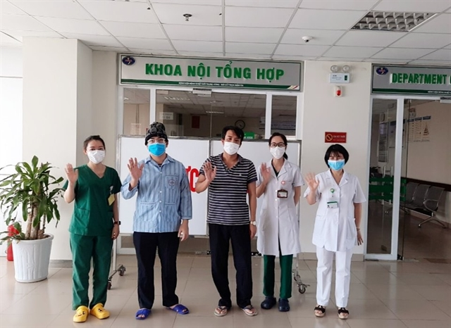 Two more COVID-19 patients recover in Việt Nam total at 323