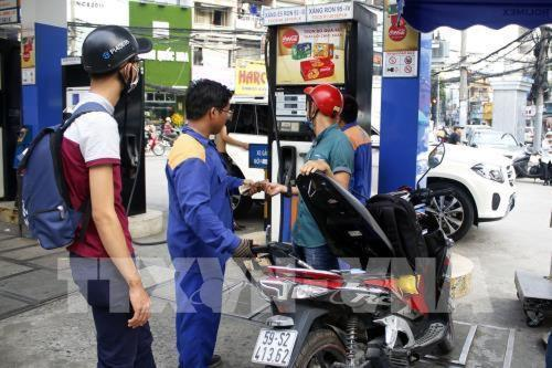 Petrol prices up nearly VNĐ1000 per litre