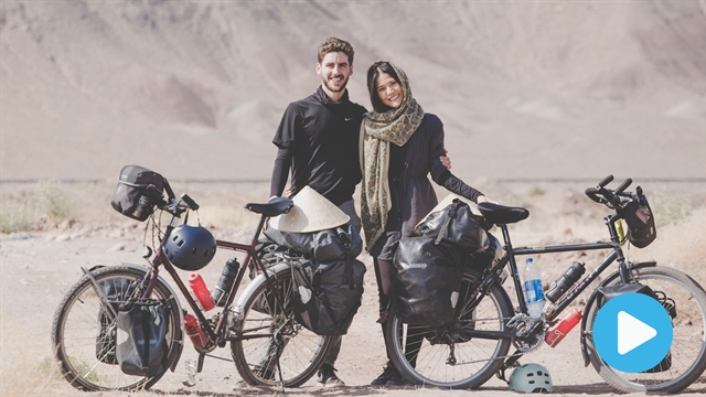 Couple cycle from France to Việt Nam to raise money for charity