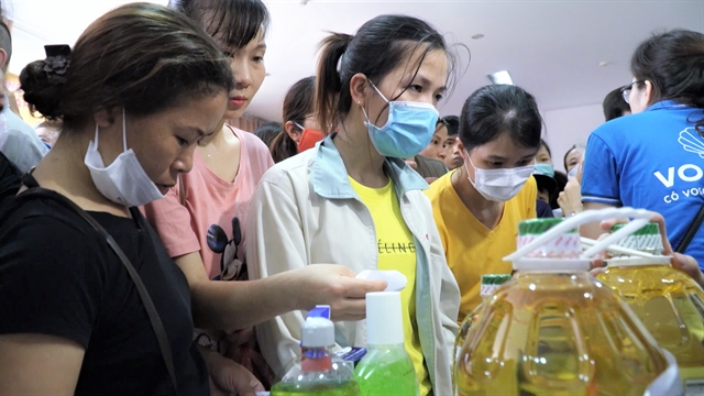 Zero-đồng supermarket opened in Thăng Long industrial zone to help COVID-19-affected workers