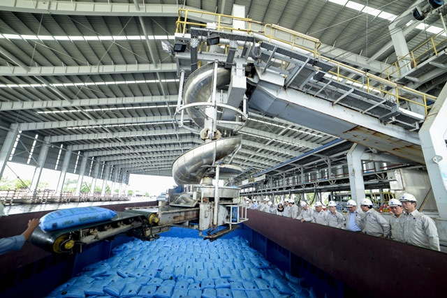 VN-Index advances on fertiliser mid-cap stocks