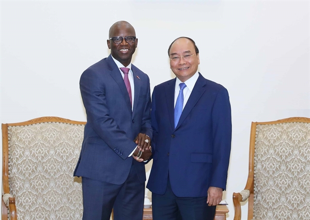 PM Phúc bids farewell to outgoing World Bank country director