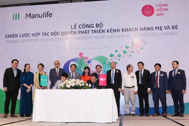 Manulife Vietnam Cộng Đồng Bầu sign 5-year partnership agreement