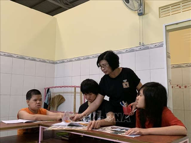 Teacher spends more than 20 years guiding children with disabilities
