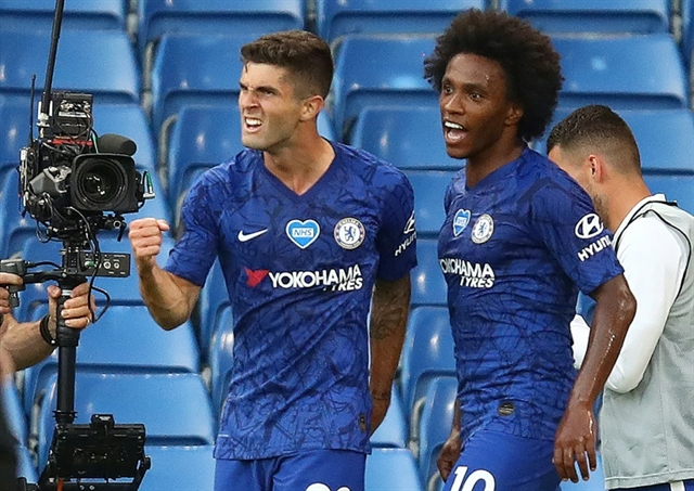 Man City stumble again at Chelsea to crown Liverpool champions