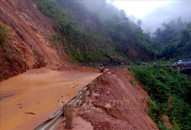 Heavy rains cause landslides and traffic jams in Lai Châu