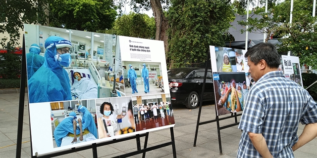 Photo exhibition reviews VNs fight against pandemic