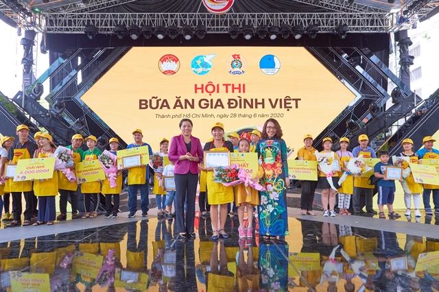 100 teams join cooking contest in celebration of Vietnamese Family Day