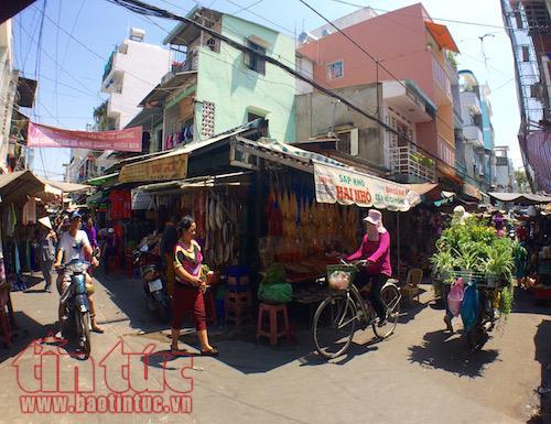 Explore HCM Citys authentic Cambodian market