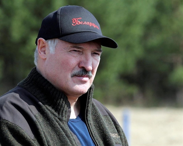Belarus president dismisses government