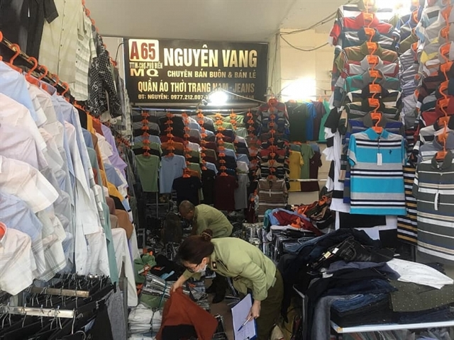 Fake products seized in Ninh Hiệp market Hà Nội