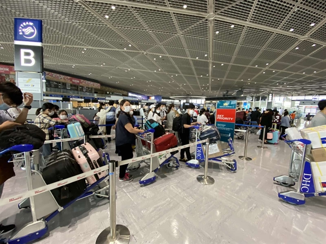 More than 340 Vietnamese citizens return from Japan