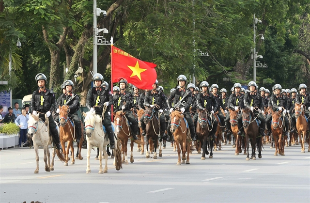 Mobile mounted police officially debuts in Hà Nội