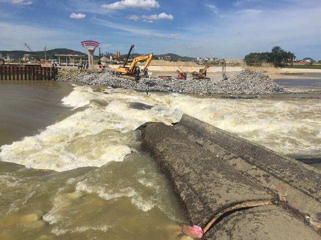 Nearly 8000 households face water shortage after dam collapses in Nghệ An
