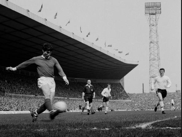 Manchester United legend Dunne dies aged 78
