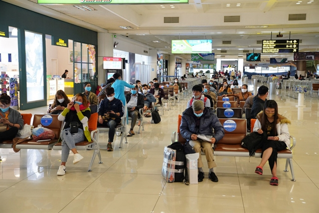 Việt Nam considering flights from safe areas bars to reopen: PM