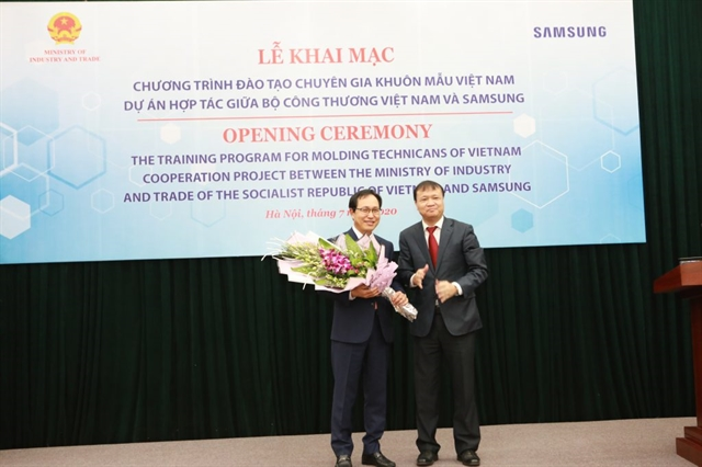 Samsung helps Việt Nam train 200 moulding technicians