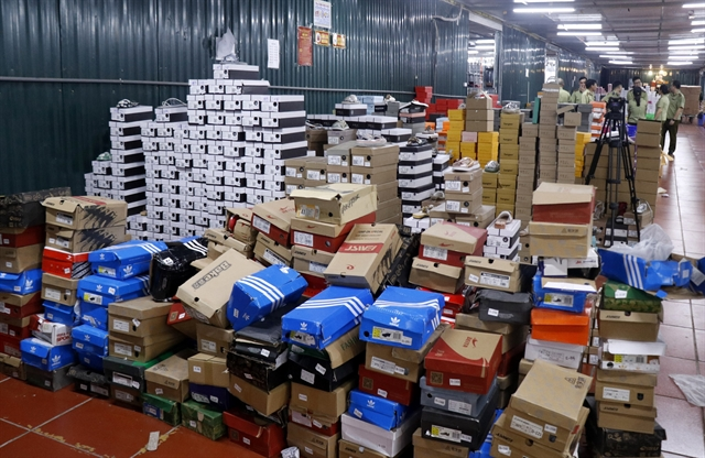 Lào Cai seizes more than 200 items at smuggled warehouse