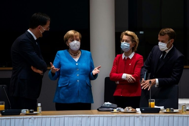 Angry EU leaders battle to save deadlocked virus recovery summit