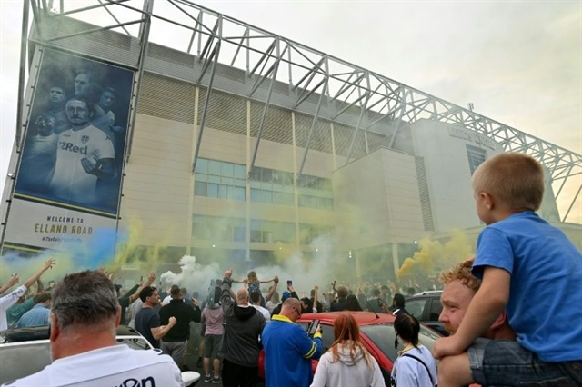 Leeds celebrate title in style at Derby Barnsley boost survival bid