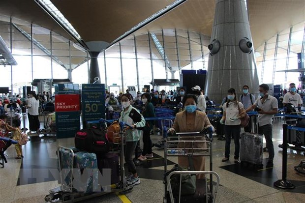 Việt Nam brings home 300 citizens from Malaysia