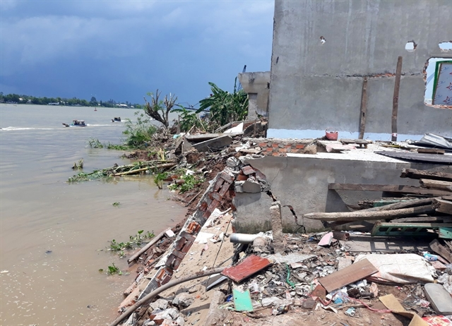 An Giang moves residents affected by erosion to safety