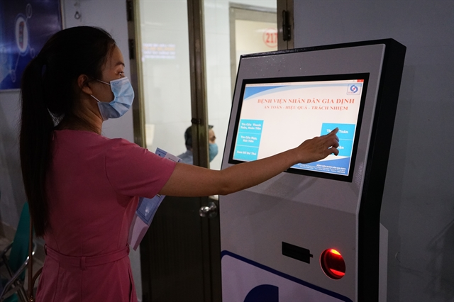 Another hospital in HCM City accepts electronic payments