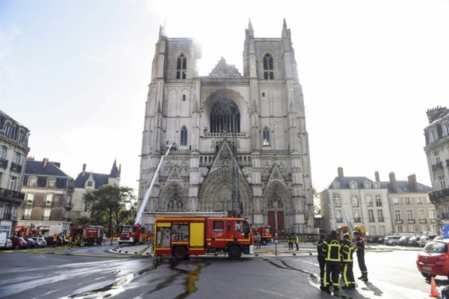 Volunteer confesses to setting French cathedral on fire