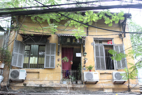 Hà Nội stops renovation and repair of old villas